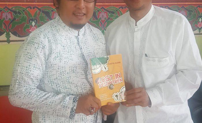 """Aan """"Apoy"""" Kurnia bersama Ust. Saeful Bahri (pengarang buku Lost In Pesantren)"""