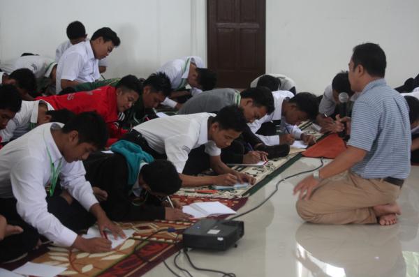 Majelis Tausiyah memberikan pengayaan kepada santri kelas akhir dalam penyusunan individual plan (4.1.2017).