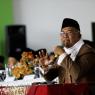 Pengasuh Pondok Pesantren Daar el-Qolam K.H. Ahmad Syahiduddin menyampaikan tausiyah saat Wisuda Santri Daar el-Qolam (16.4.17).